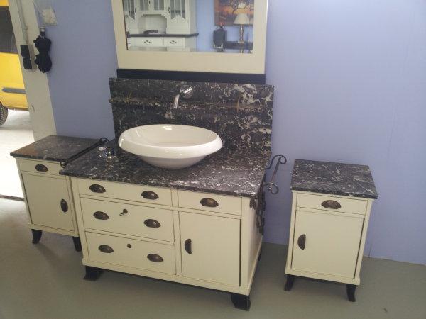 waschtisch aus alter kommode waschtisch belmont loberon. Black Bedroom Furniture Sets. Home Design Ideas